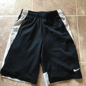 Nike boys Medium athletic shorts